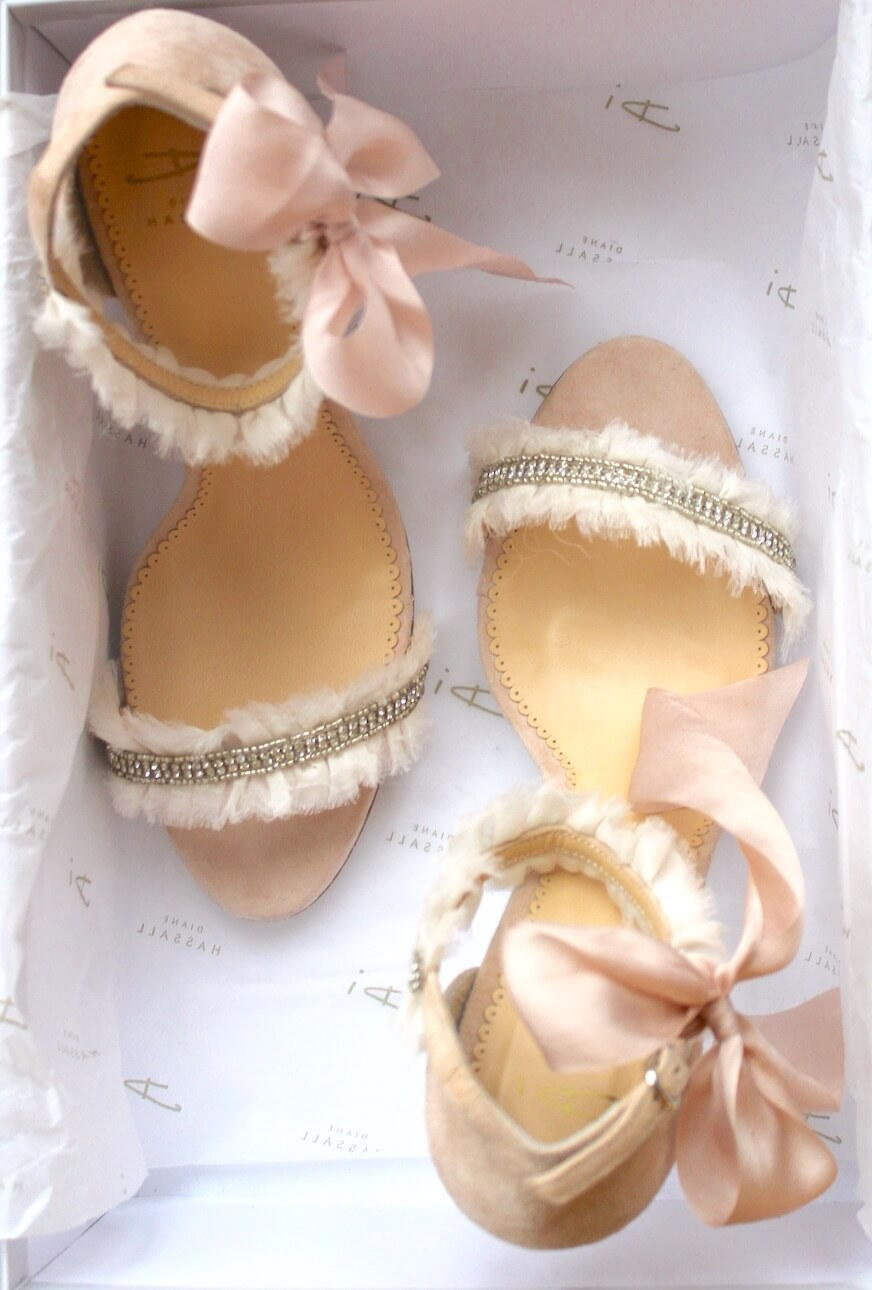 sandals with bow in shoe box