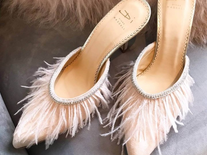 Feathery Wedding Shoes For Flamboyant Brides